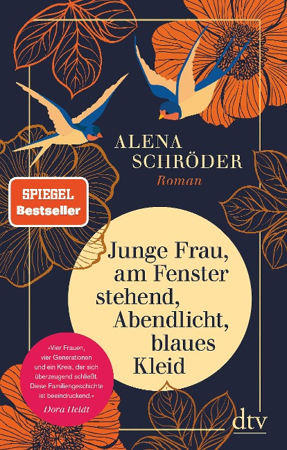 Junge Frau, am Fenster stehend, Abendlicht, blaues Kleid - Alena Schröder